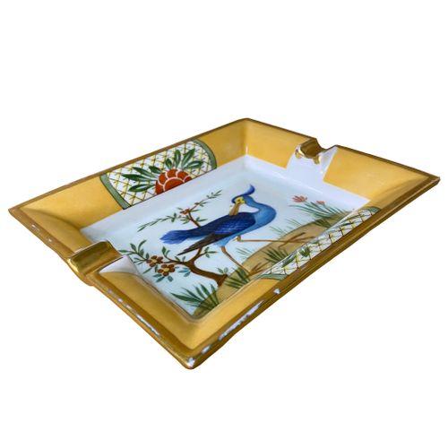 cinzeiro-dourado